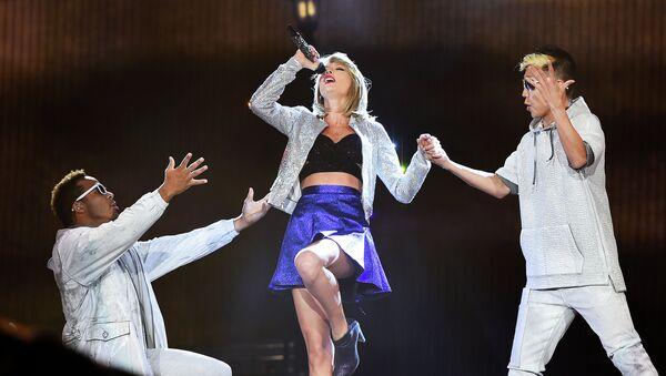 Taylor Swift , cantautora estadounidense - Sputnik Mundo