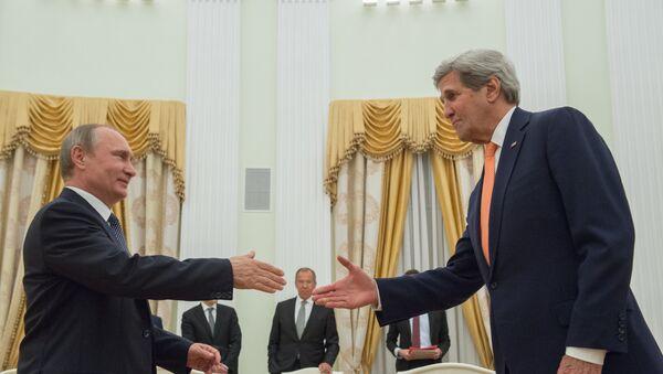 El presidente de Rusia, Vladímir Putin, y el secretario de Estado de EEUU, John Kerry - Sputnik Mundo