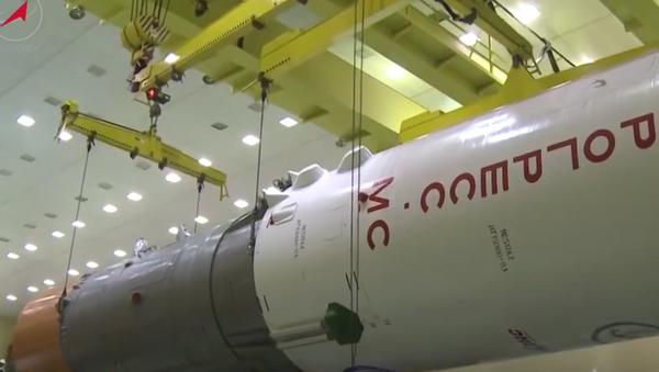 Así se ensamblan las naves espaciales rusas - Sputnik Mundo