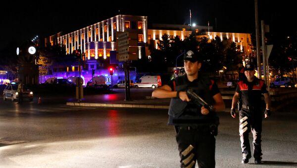 Policías cerca de la sede del Estado mayor general de Turquía - Sputnik Mundo