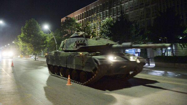 Tanque en las calles de Ankara - Sputnik Mundo