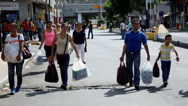 Ciudadanos venezolanos en la frontera con Colombia - Sputnik Mundo