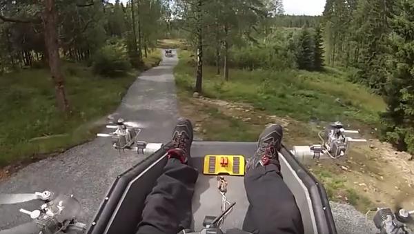 Un sueco logra hacer volar un sillón - Sputnik Mundo