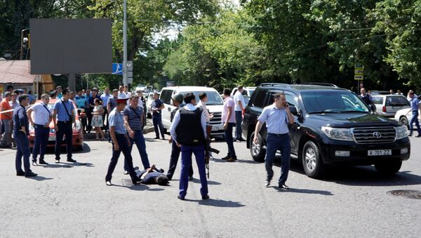 Los policías arrestan a un hombre tras el ataque en Almaty, Kazajistán - Sputnik Mundo