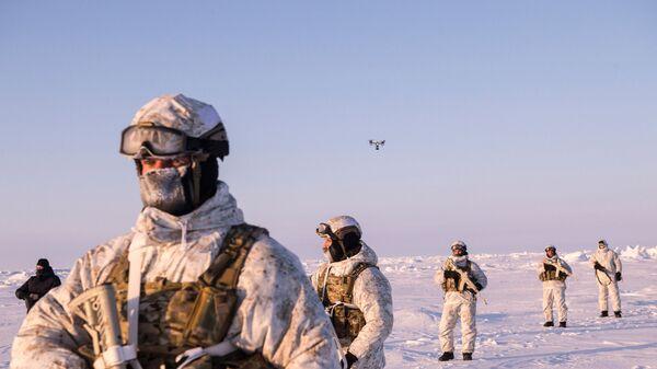 Militares de las Fuerzas especiales de Rusia en el Ártico (imagen referencial) - Sputnik Mundo