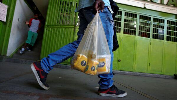 Venezolanos comen tres veces al día o más, según funcionario - Sputnik Mundo