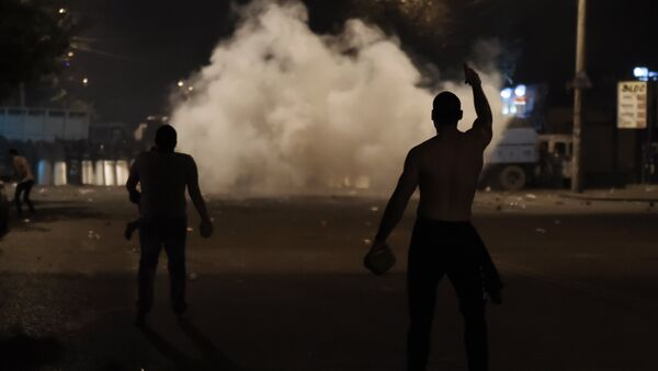 Manifestantes en Ereván - Sputnik Mundo