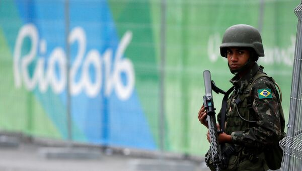 A soldier of the Brazilian Armed Forces stands guard outside the 2016 Rio Olympics Park in Rio de Janeiro, Brazil, July 21, 2016. - Sputnik Mundo