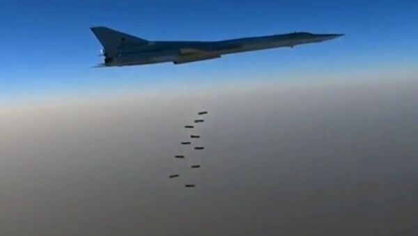 Golpe de los bombarderos supersónicos contra Daesh - Sputnik Mundo