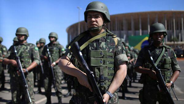 Policías y fuerzas militares de Brasil en el Estadio Mané Garrincha - Sputnik Mundo