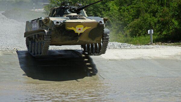 Vehículo de combate participa en los II Juegos Internacionales Army-2016 - Sputnik Mundo