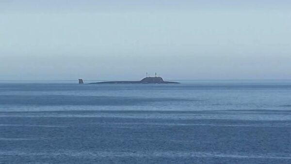 Атомная подводная лодка Северного флота Северодвинск в акватории Баренцева моря перед пуском крылатой ракеты Калибр - Sputnik Mundo