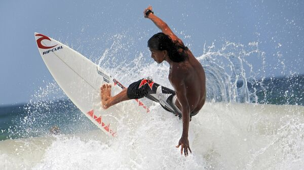 Un surfista - Sputnik Mundo