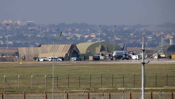 A military aircraft is pictured on the runway at Incirlik Air Base, in the outskirts of the city of Adana, southeastern Turkey - Sputnik Mundo