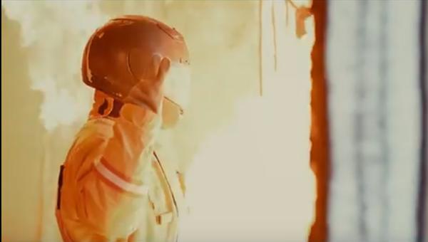 Un hombre en el nuevo uniforme para bomberos KZM-70 - Sputnik Mundo