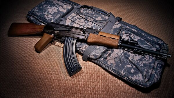 Un fusil de asalto AK-47 (archivo) - Sputnik Mundo