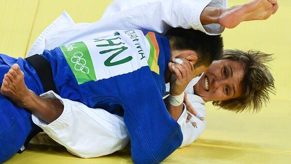 La judoca rusa Natalia Kuziutina venció ante la china Ma Yingnan - Sputnik Mundo