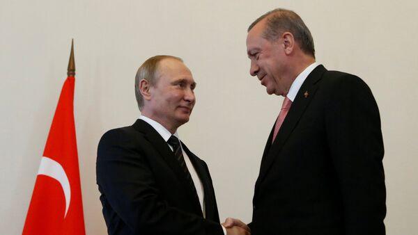 Presidente de Rusia, Vladímir Putin, con su homólogo turco, Recep Tayyip Erdogan (archivo) - Sputnik Mundo