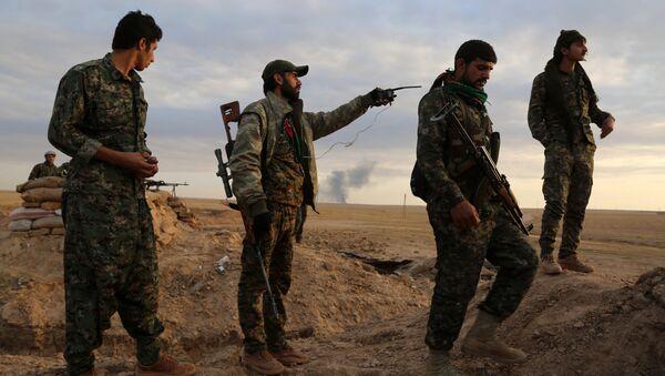 Los soldados de las Fuerzas Democráticas Sirias - Sputnik Mundo