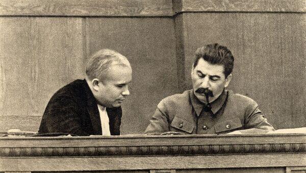 Nikita Krushov e Iósif Stalin - Sputnik Mundo
