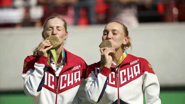 Las tenistas rusas Ekaterina Makarova y Elena Vesnina - Sputnik Mundo