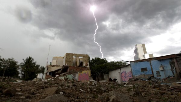 Una favela demolida - Sputnik Mundo