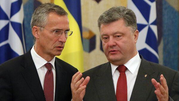 Presidente de Ucrania, Petró Poroshenko, secretario general de la OTAN, Jens Stoltenberg - Sputnik Mundo