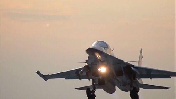 Un Su-34 ruso en la base iraní de Hamadán - Sputnik Mundo