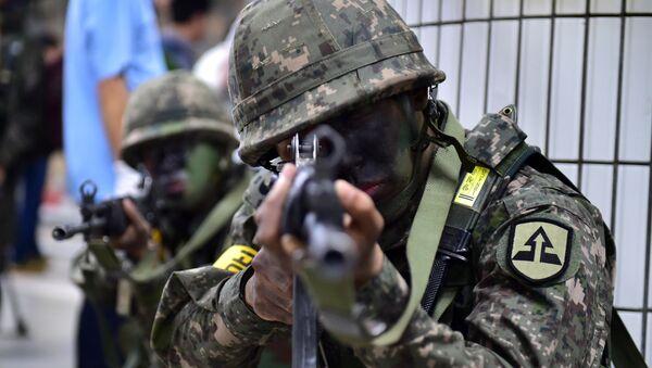 Soldados surcoreanos durante maniobras (Archivo) - Sputnik Mundo