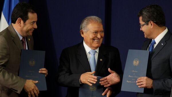 Jimmy Morales, Salvador Sánchez Cerén y Juan Orlando Hernández, presidentes de Guatemala, El Salvador y Honduras - Sputnik Mundo