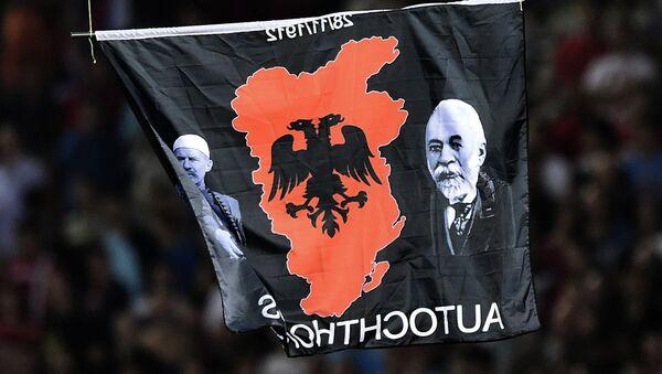 La bandera con el mapa de Gran Albania - Sputnik Mundo
