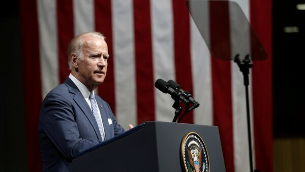 U.S. Vice President Joe Biden delivers a speech in Riga - Sputnik Mundo