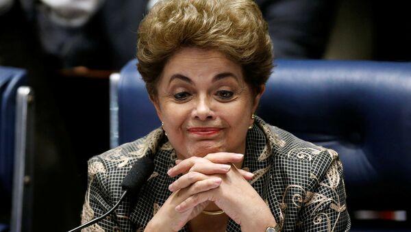 La presidenta suspendida de Brasil, Dilma Rousseff, durante su defensa en el Senado del país - Sputnik Mundo