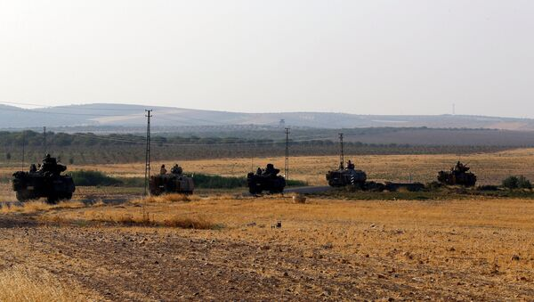 Los vehículos blindados turcos en la frontera con Siria - Sputnik Mundo