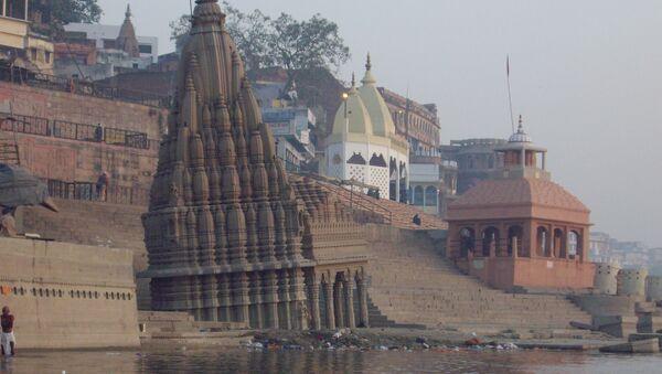 Un templo en la orilla del río Ganges - Sputnik Mundo
