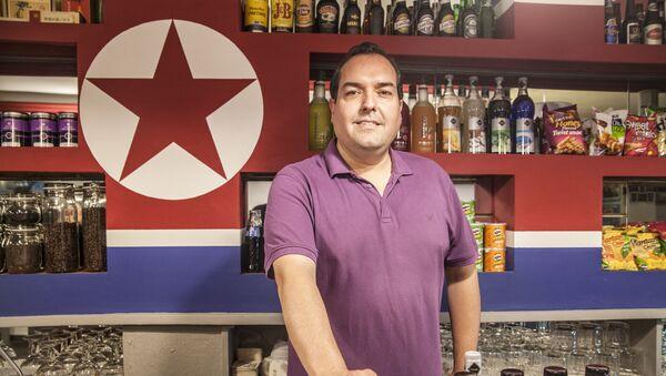 Alejandro Cao de Benós en Café Pyongyang - Sputnik Mundo