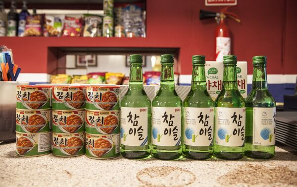 En el Pyongyang Café se sirven productos coreanos pero con muchas restriciones a causa del bloqueo comercial y sanciones internacionales. - Sputnik Mundo