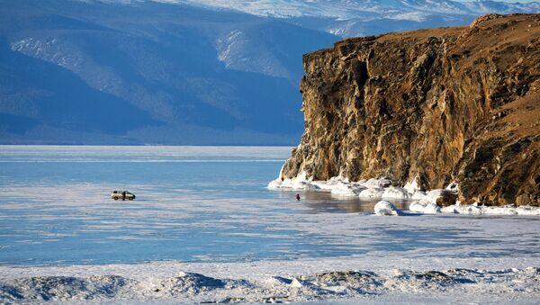 El estrecho Maloe More en el lago Baikal - Sputnik Mundo