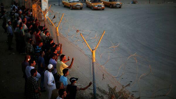 Palestinos en la frontera egipcia de Rafah - Sputnik Mundo