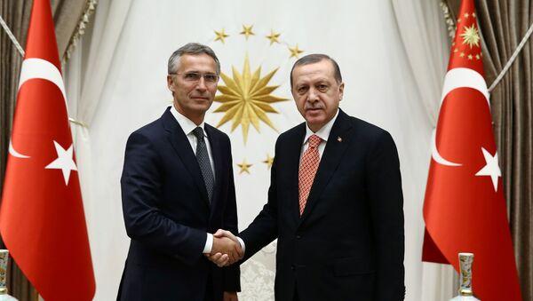 Secretario general de la OTAN, Jens Stoltenberg, y presidente de Turquía, Recep Tayyip Erdogan - Sputnik Mundo