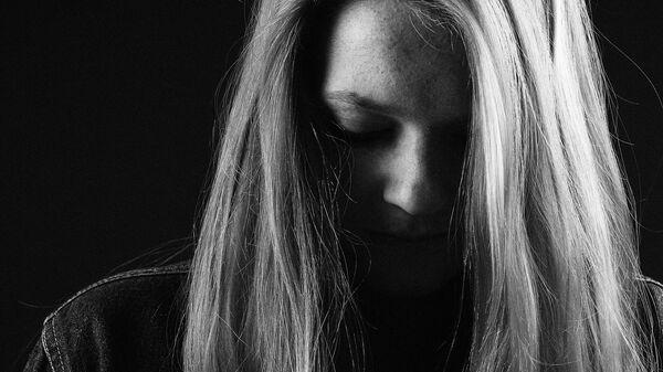 Una mujer triste (imagen referencial) - Sputnik Mundo