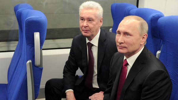 El presidente de Rusia, Vladímir Putin, y el alcalde de Moscú, Serguéi Sobianin - Sputnik Mundo