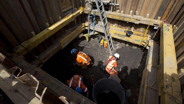 Las obras de construcción de la nueva estación del subterráneo londinense, Liverpool Street - Sputnik Mundo