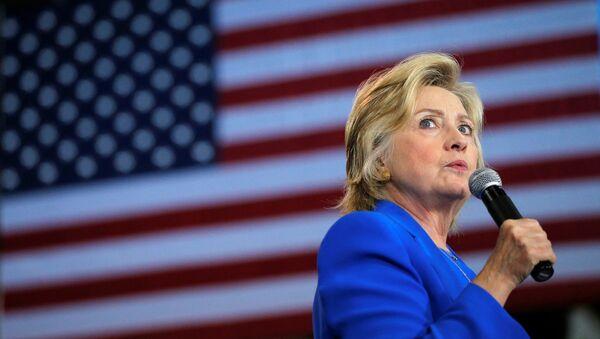 La candidata a la presidencia de EEUU, Hillary Clinton, durante una reunión con sus partidarios - Sputnik Mundo