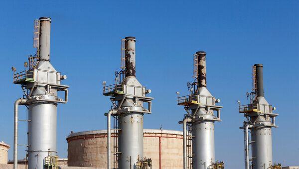Terminal de petróleo en Zuweitina, Libia (archivo) - Sputnik Mundo