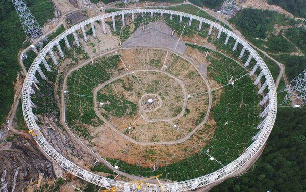 Construcción del telescopio esférico de quinientos metros de apertura (archivo) - Sputnik Mundo