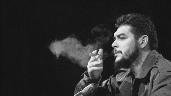 Latin American revolutionary Ernesto Che Guevara is seen in 1964. - Sputnik Mundo
