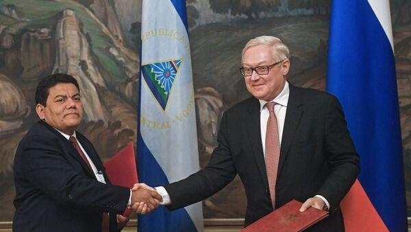 El viceministro de Exteriores nicaragüense, Luis Alberto Molina ruso, y su homólogo ruso, Serguéi Riabkov - Sputnik Mundo