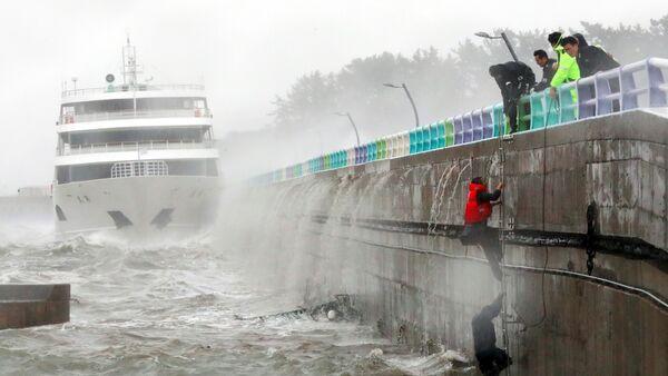 El tifón Chaba en Corea del Sur - Sputnik Mundo