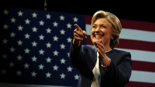 U.S. Democratic presidential nominee Hillary Clinton greets the crowd after speaking at a fundraiser in San Francisco, California, U.S. October 13, 2016. - Sputnik Mundo